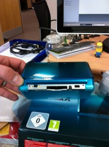 3ds-deballage-console-hardware-unbox-20110217-02